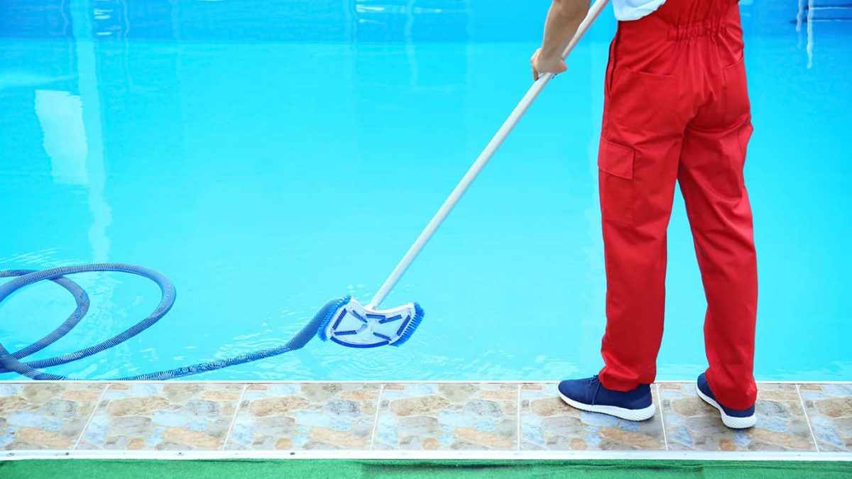 3 Reasons You Should Pay for Professional Pool Cleaning: