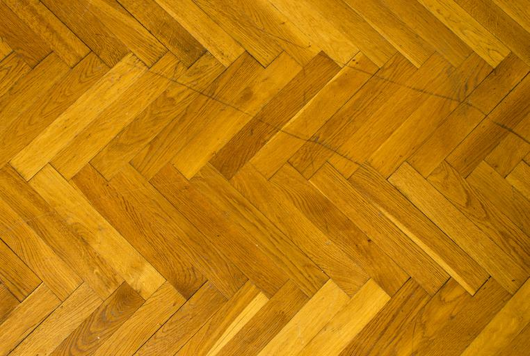 Do You Want to Decide Between Hardwood and Laminate Wood Flooring?